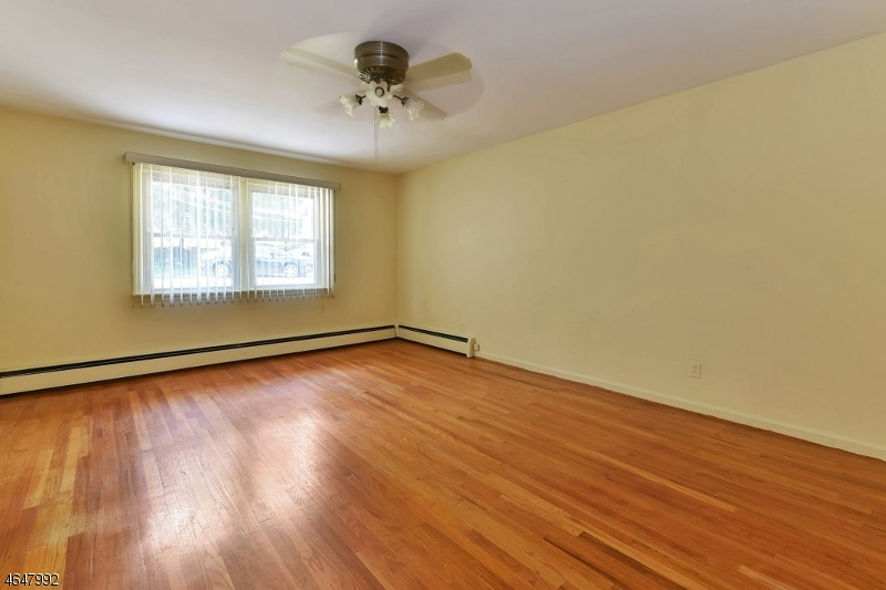 Additional photo for property listing at 44 Susquehanna Avenue  Lincoln Park, 新泽西州 07035 美国