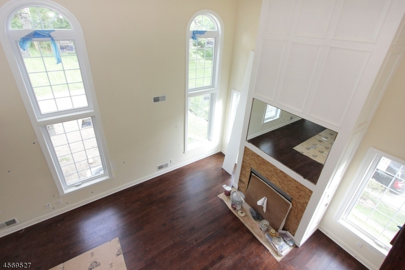 Additional photo for property listing at 30 BOND PLACE  West Caldwell, New Jersey 07006 États-Unis