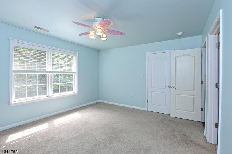 Additional photo for property listing at 8 Deer Run Road  Pittstown, Нью-Джерси 08867 Соединенные Штаты