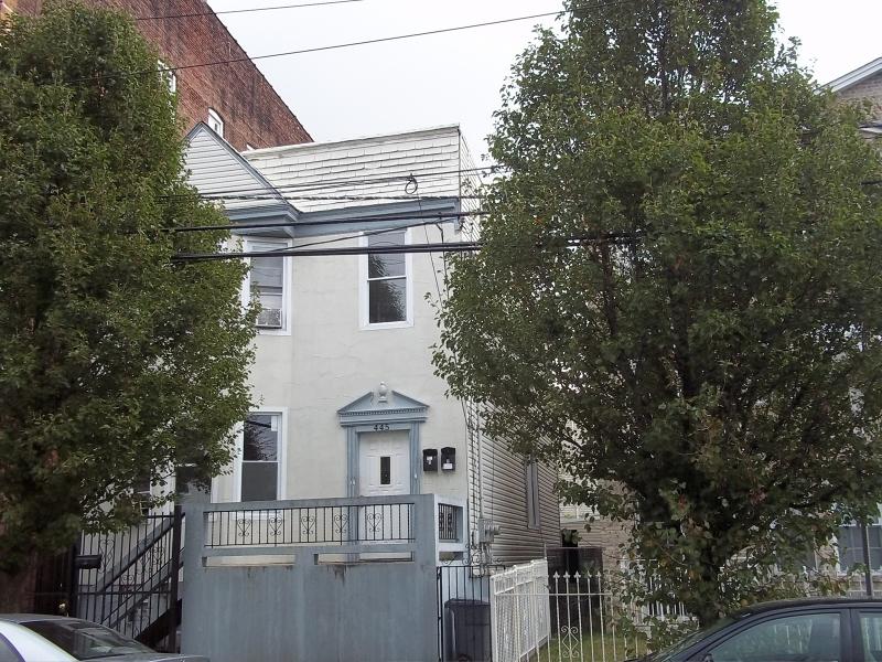 Многосемейный дом для того Продажа на Address Not Available Newark, Нью-Джерси 07107 Соединенные Штаты