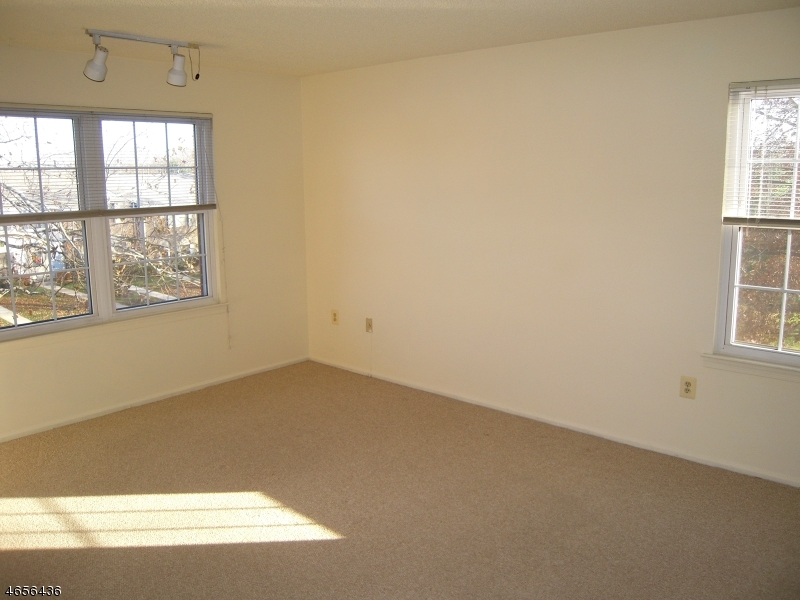 Additional photo for property listing at 187 English Place  Basking Ridge, New Jersey 07920 États-Unis