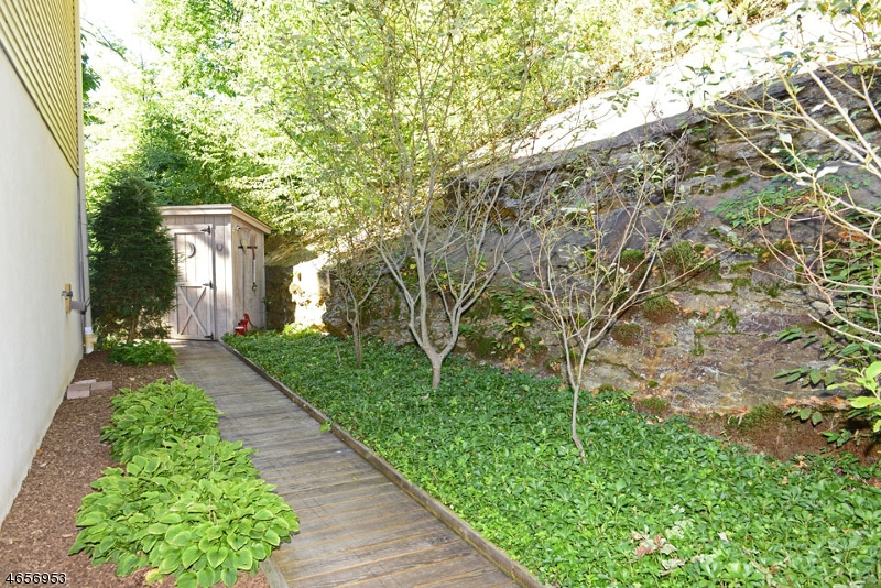 Additional photo for property listing at 105 Germantown Road  West Milford, New Jersey 07480 États-Unis