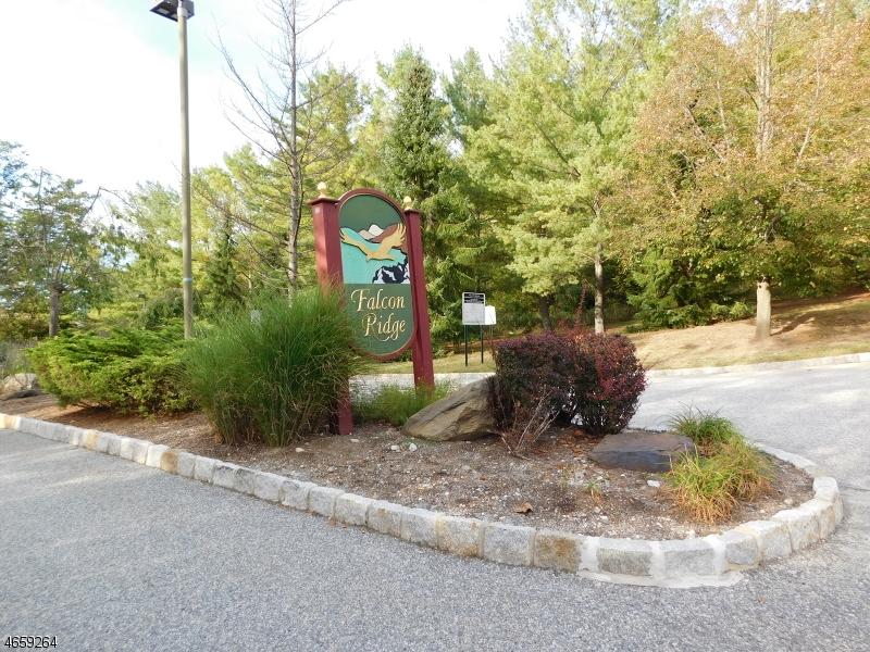 Additional photo for property listing at 122 Falcon Ridge Way N  Hamburg, New Jersey 07419 United States