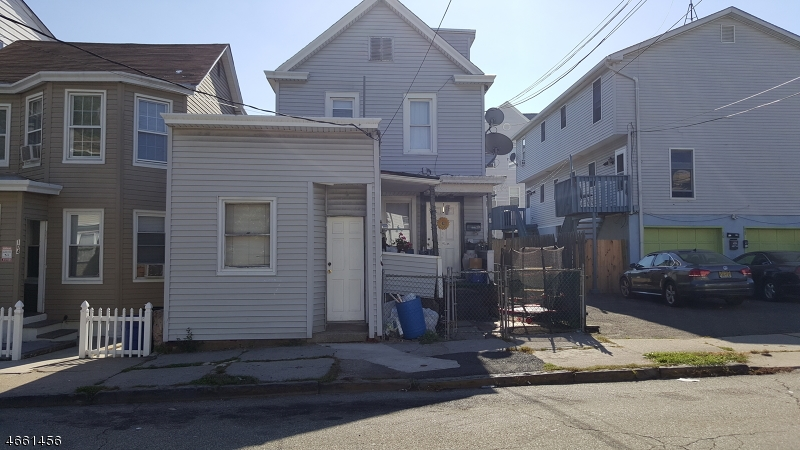 Additional photo for property listing at 102 Carlisle Avenue  Paterson, New Jersey 07501 États-Unis