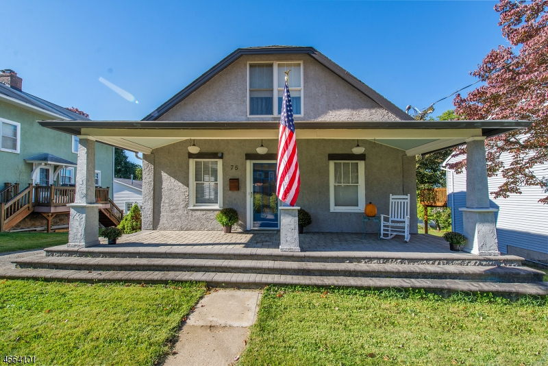 独户住宅 为 销售 在 75 Van Nostrand Avenue Dover, 07801 美国