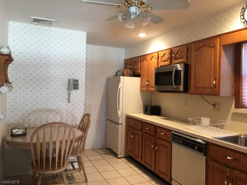 Additional photo for property listing at 38 Lehigh Avenue  Clifton, New Jersey 07012 États-Unis