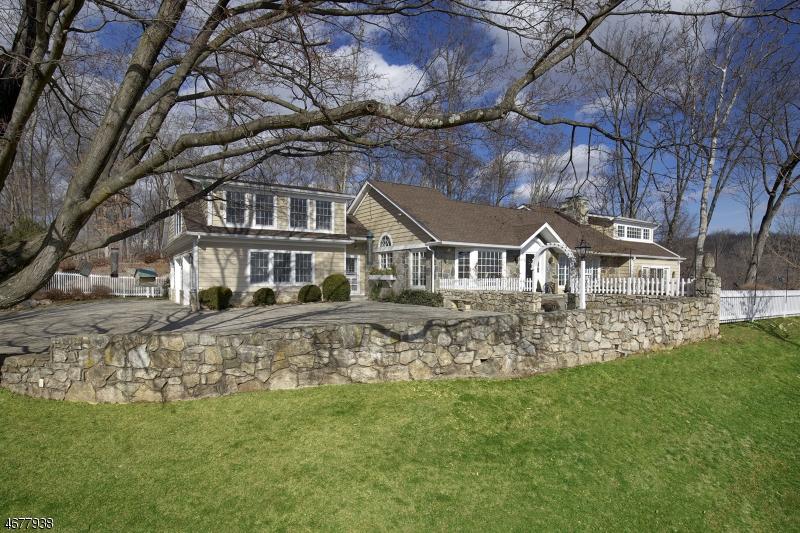 Casa Unifamiliar por un Venta en 46 Fairmount Rd E Pottersville, Nueva Jersey 07979 Estados Unidos