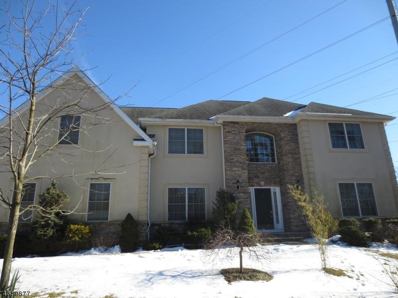 Частный односемейный дом для того Продажа на 2 Georgian Court East Hanover, Нью-Джерси 07936 Соединенные Штаты
