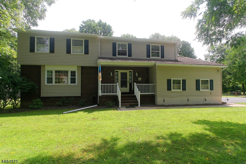 Single Family Home for Sale at 1 Pilgrim Drive Succasunna, New Jersey 07876 United States