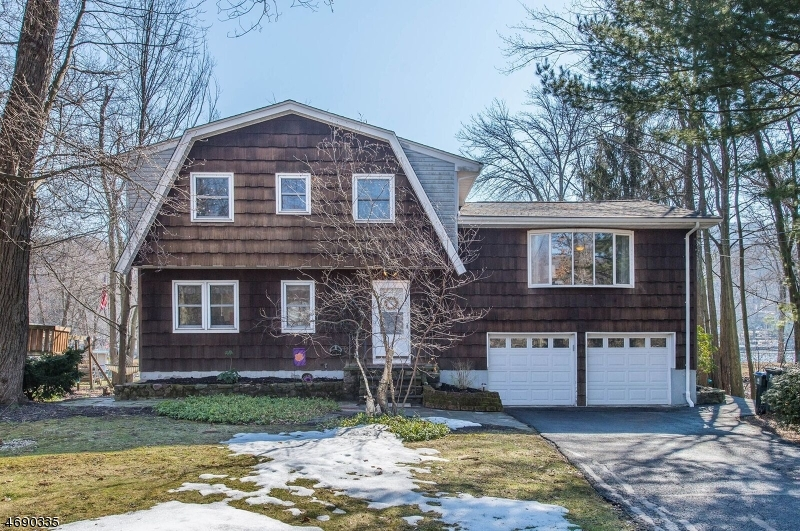 Maison unifamiliale pour l Vente à 7 Woodland Drive Greenwood Lake, New York 10925 États-Unis