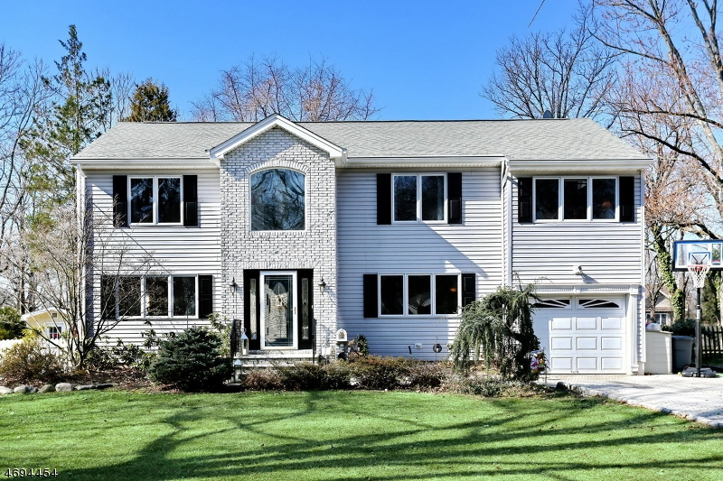 Maison unifamiliale pour l Vente à 6 Nottingham Road Glen Rock, New Jersey 07452 États-Unis