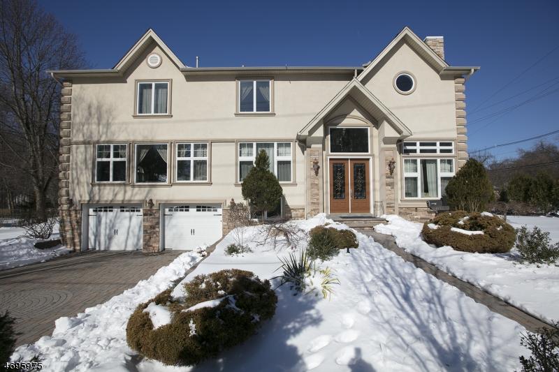 独户住宅 为 销售 在 563 Clinton Road 帕拉默斯, 新泽西州 07652 美国
