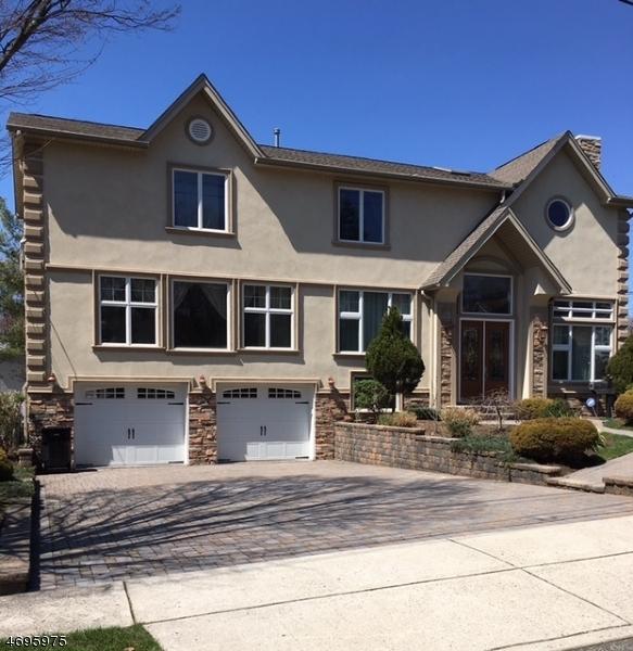 Частный односемейный дом для того Продажа на 563 Clinton Road Paramus, Нью-Джерси 07652 Соединенные Штаты