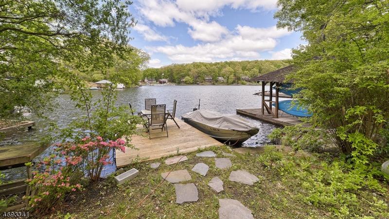 Частный односемейный дом для того Продажа на 18 South Road Bloomingdale, Нью-Джерси 07403 Соединенные Штаты