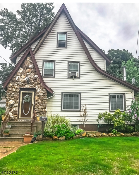 Частный односемейный дом для того Продажа на 509 Riverside Ter Rutherford, Нью-Джерси 07070 Соединенные Штаты