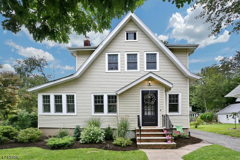Maison unifamiliale pour l Vente à 55 Clinton Avenue Westwood, New Jersey 07675 États-Unis