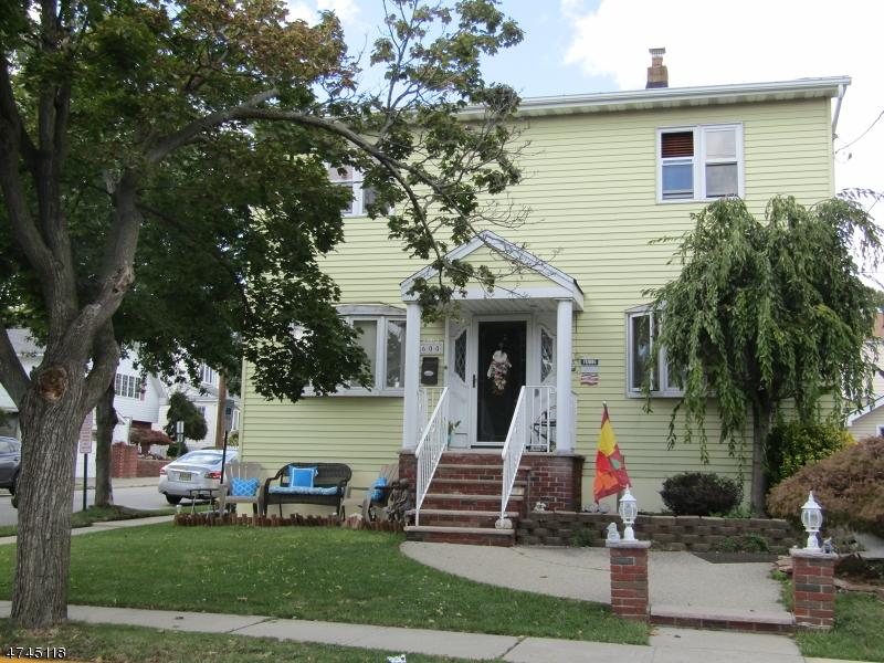Maison unifamiliale pour l Vente à 600 9th Street Carlstadt, New Jersey 07072 États-Unis