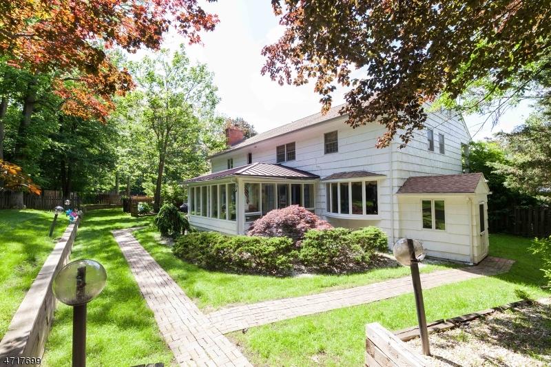 Casa Unifamiliar por un Venta en 4 Darby Court New Providence, Nueva Jersey 07974 Estados Unidos