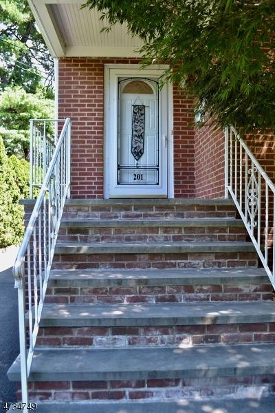 二世帯住宅 のために 売買 アット 201 Maple Avenue 201 Maple Avenue Metuchen, ニュージャージー 08840 アメリカ合衆国