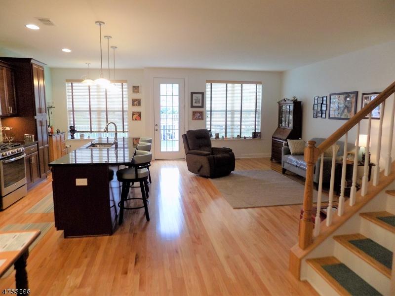 Casa Unifamiliar por un Venta en 8 Lupine Lane Allamuchy, Nueva Jersey 07840 Estados Unidos