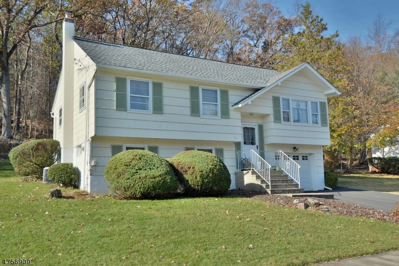 Single Family Home for Sale at 106 Red Twig Trail 106 Red Twig Trail Bloomingdale, New Jersey 07403 United States
