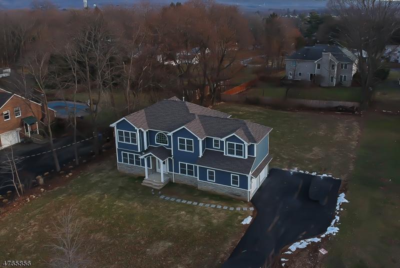 Nhà ở một gia đình vì Bán tại 103 South Hillside Avenue 103 South Hillside Avenue Roxbury Township, New Jersey 07876 Hoa Kỳ