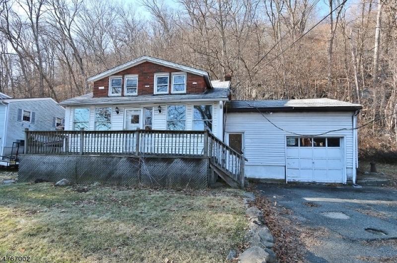Maison unifamiliale pour l Vente à 123 Lackawanna Drive Byram Township, New Jersey 07874 États-Unis