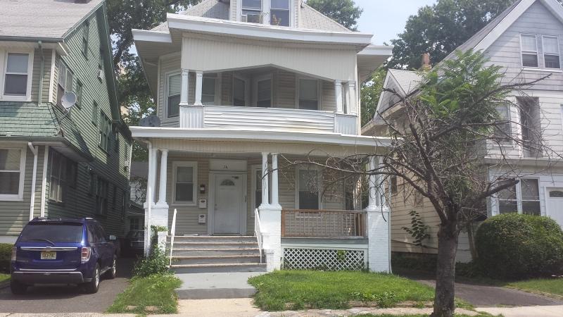 Casa Multifamiliar por un Venta en Address Not Available East Orange, Nueva Jersey 07018 Estados Unidos