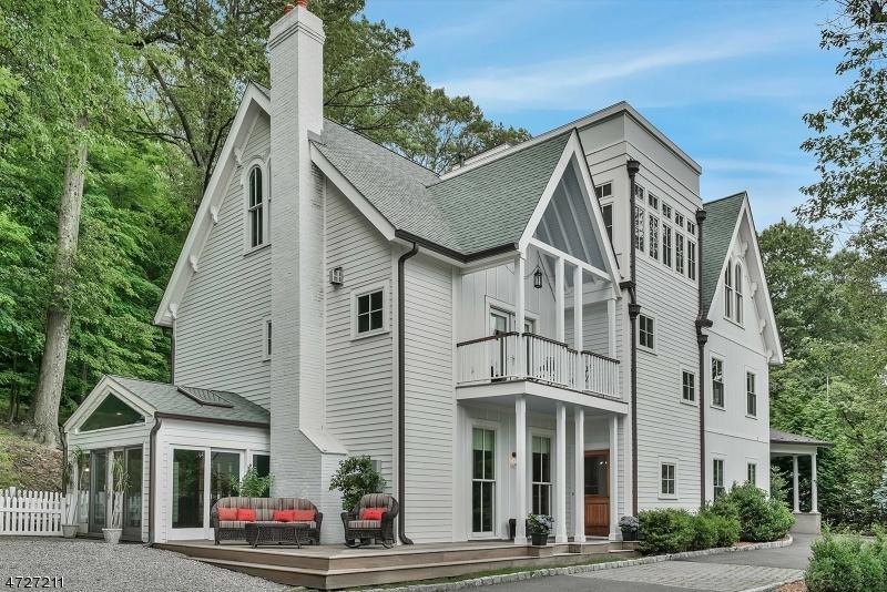 Maison unifamiliale pour l Vente à 126 Undercliff Road Montclair, New Jersey 07042 États-Unis