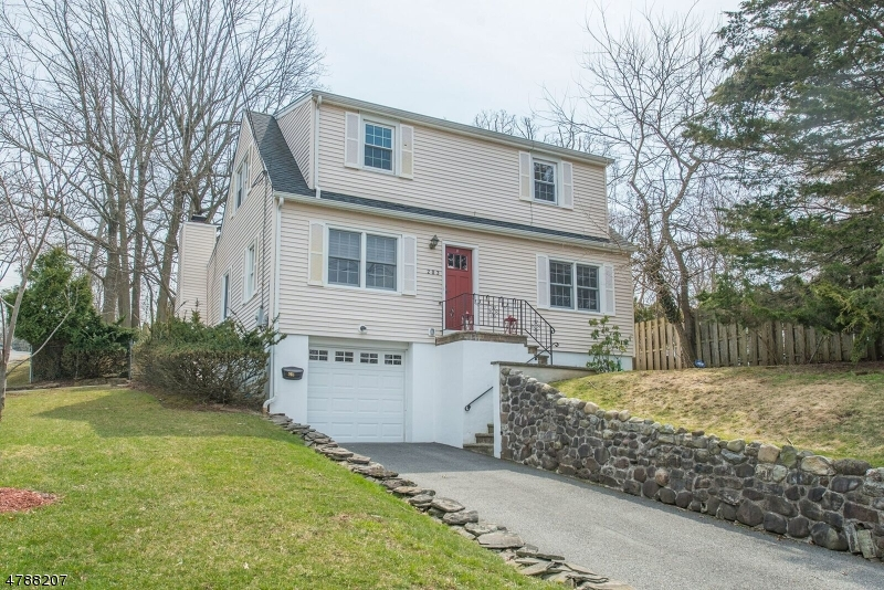 Nhà ở một gia đình vì Bán tại 203 Bowden Road Cedar Grove, New Jersey 07009 Hoa Kỳ