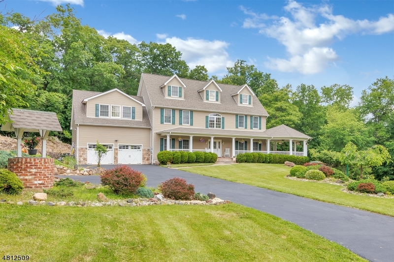 Single Family Home for Sale at 12 MANOR Road North Haledon, New Jersey 07508 United States