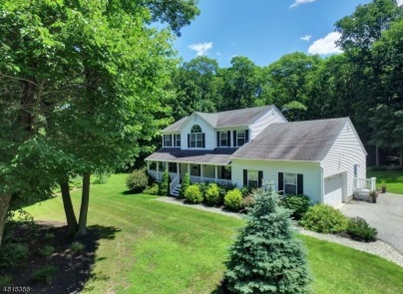 Частный односемейный дом для того Продажа на 34 STONEHEDGE Drive Hardyston, Нью-Джерси 07460 Соединенные Штаты