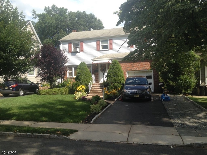 Частный односемейный дом для того Аренда на 46 TERRACE Avenue Nutley, Нью-Джерси 07110 Соединенные Штаты