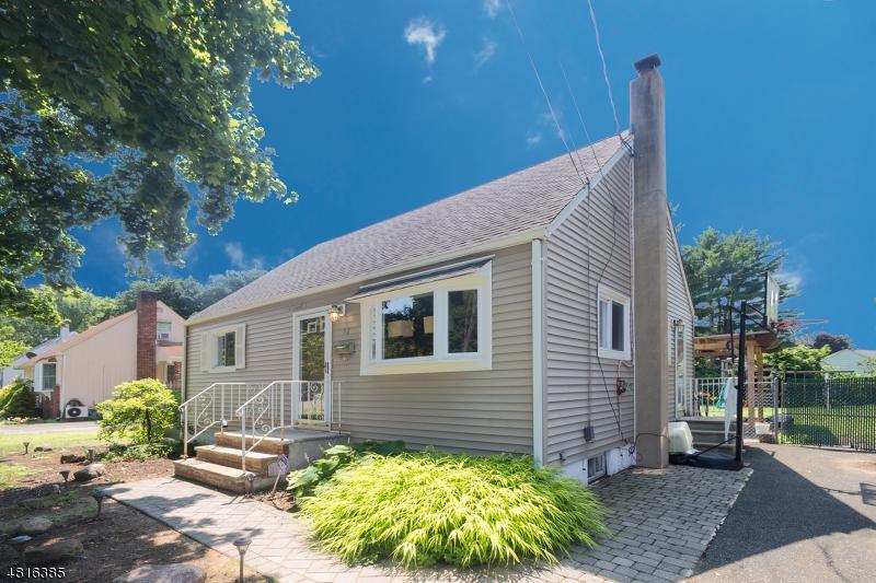 Maison unifamiliale pour l Vente à 12 DICKERSON MINE Road Mine Hill, New Jersey 07803 États-Unis