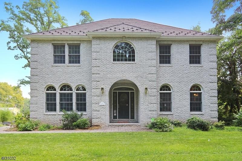 独户住宅 为 销售 在 152 MILL Lane Mountainside, 新泽西州 07092 美国