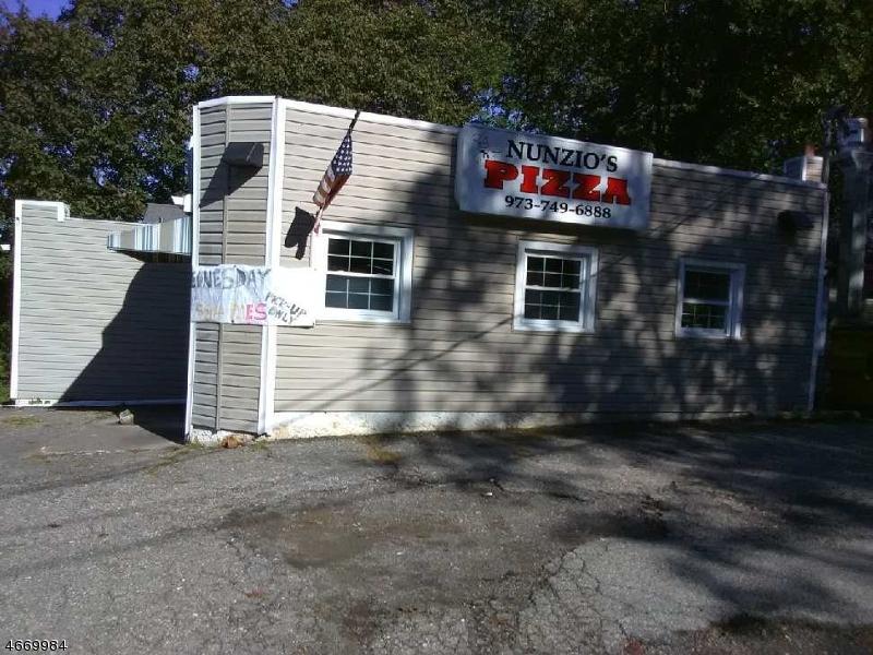 Comercial por un Venta en 396 LAKE SHORE DRIVE West Milford, Nueva Jersey 07421 Estados Unidos