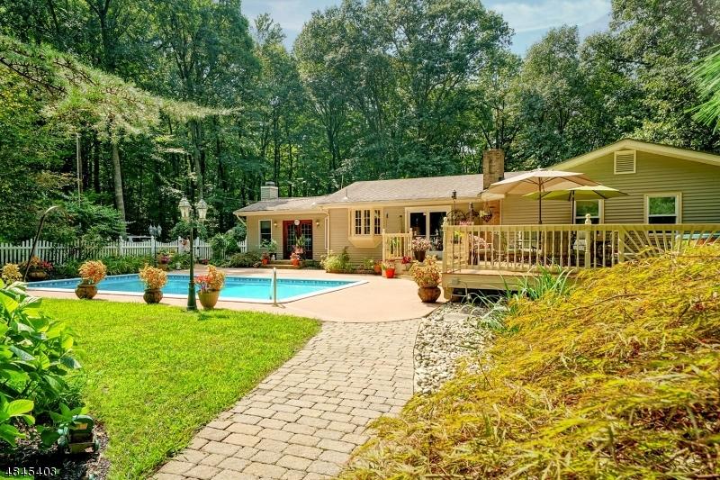 Enfamiljshus för Försäljning vid 82 KINGS HWY Washington, New Jersey 07853 Förenta staterna