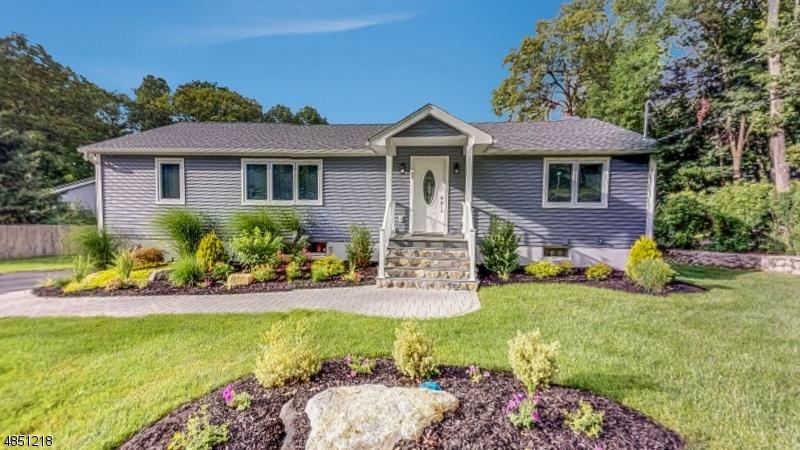 Частный односемейный дом для того Продажа на 13 FAWN LAKE Road Hardyston, Нью-Джерси 07460 Соединенные Штаты