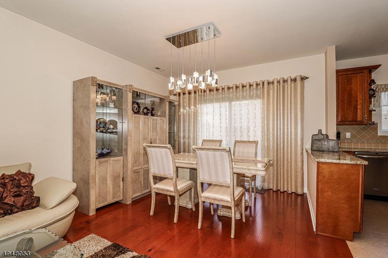 Condo / Radhus för Försäljning vid Manville, New Jersey 08835 Förenta staterna
