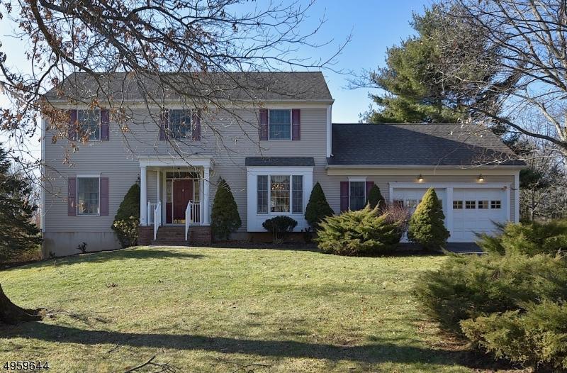 Single Family Homes для того Продажа на Long Hill, Нью-Джерси 07946 Соединенные Штаты