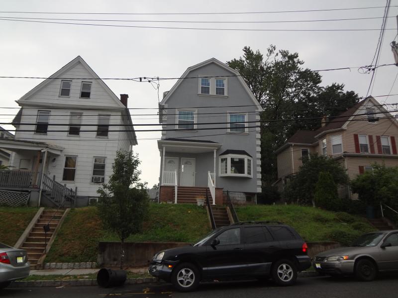 Многосемейный дом для того Продажа на 149 Academy Street Belleville, Нью-Джерси 07109 Соединенные Штаты