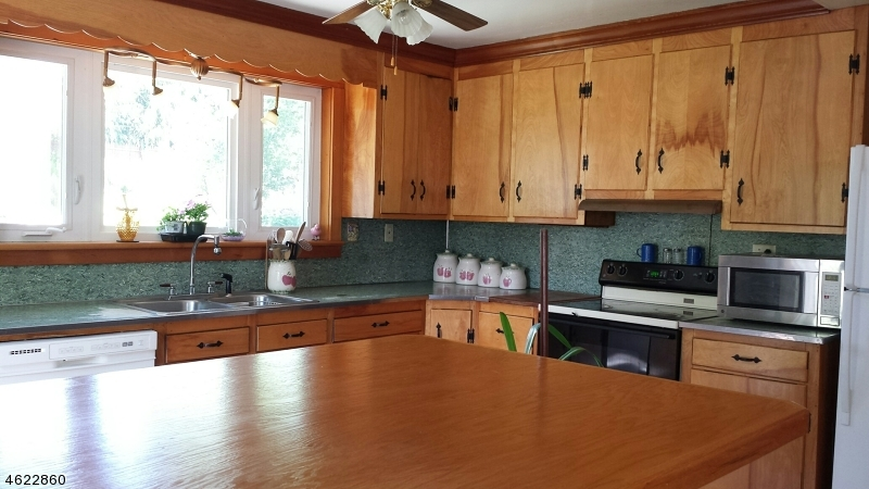 Additional photo for property listing at 401 Lafayette Street  Hackettstown, Нью-Джерси 07840 Соединенные Штаты
