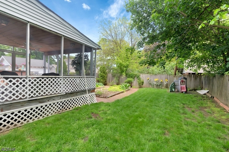 Additional photo for property listing at 6 May Avenue  Pompton Plains, Нью-Джерси 07444 Соединенные Штаты