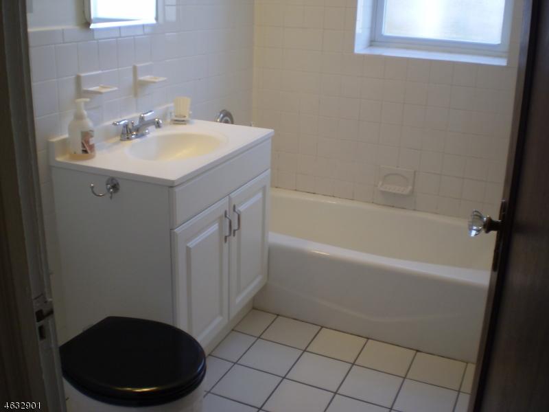 Частный односемейный дом для того Аренда на 24 Springfield Avenue Cranford, Нью-Джерси 07016 Соединенные Штаты