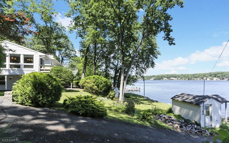 Additional photo for property listing at 81 N Lakeside Avenue  Lake Hopatcong, Нью-Джерси 07849 Соединенные Штаты