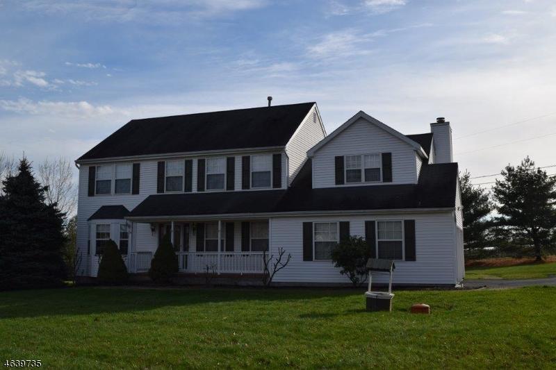 Частный односемейный дом для того Продажа на 2 Weston Drive Pittstown, Нью-Джерси 08867 Соединенные Штаты