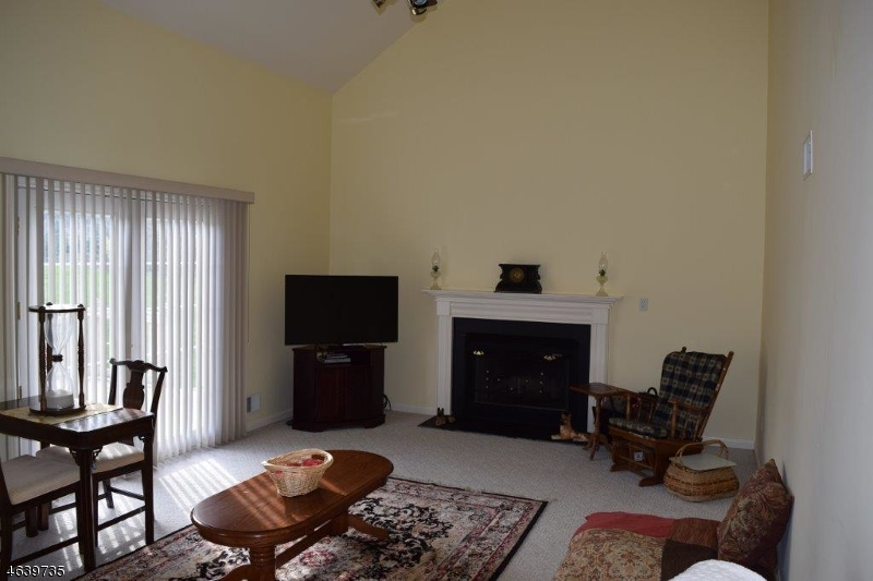 Additional photo for property listing at 2 Weston Drive  Pittstown, New Jersey 08867 États-Unis
