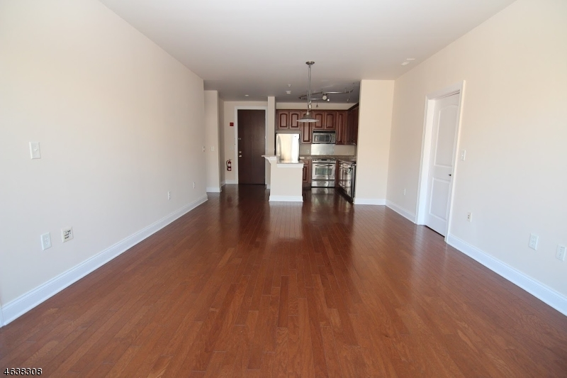 Additional photo for property listing at 22 Avenue at Port Imper  West New York, New Jersey 07093 États-Unis