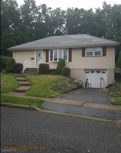 Maison unifamiliale pour l Vente à 79 Hackberry Place Clifton, New Jersey 07013 États-Unis