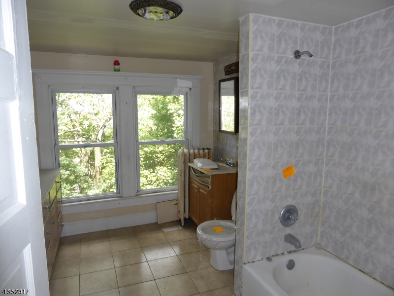 Additional photo for property listing at 1 Moller Pl, A B  Dover, Нью-Джерси 07801 Соединенные Штаты